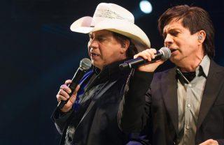 'Evidências' é a música mais cantada em karaokês do Brasil