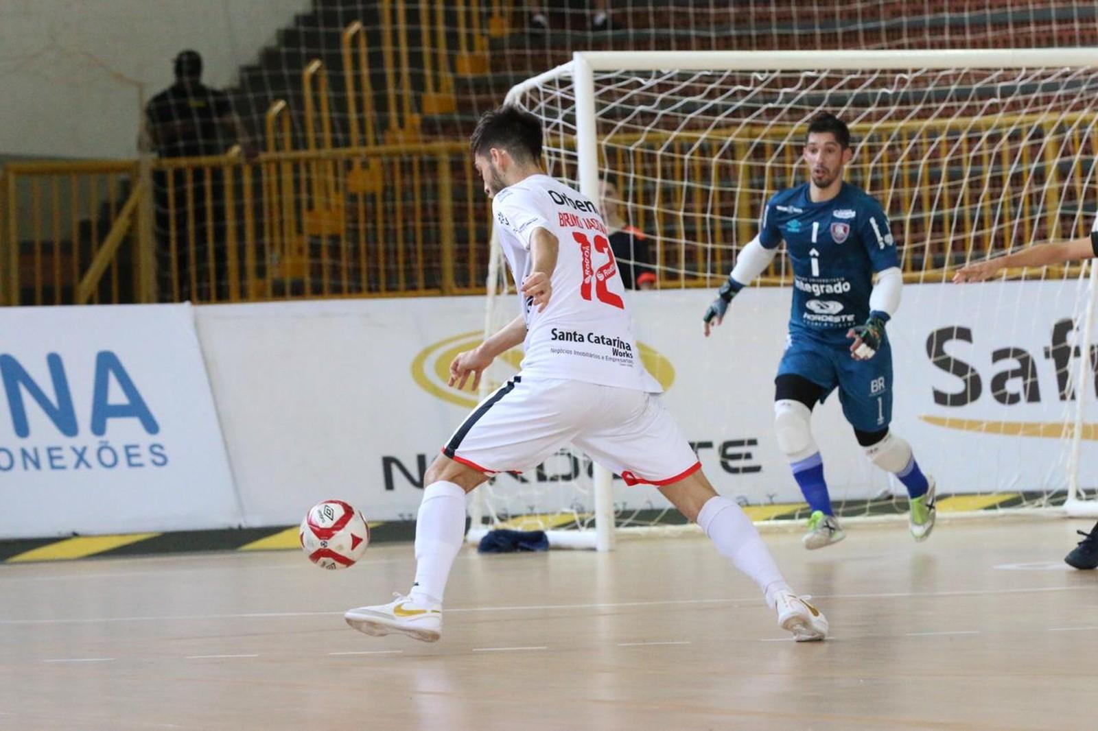 Campo Mourão bate Joinville em casa pela Liga Nacional de Futsal