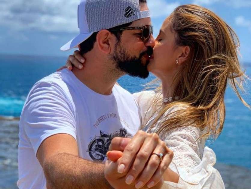 Sertanejo Sorocaba e Modelo Biah Rodrigues ficam noivos em Noronha