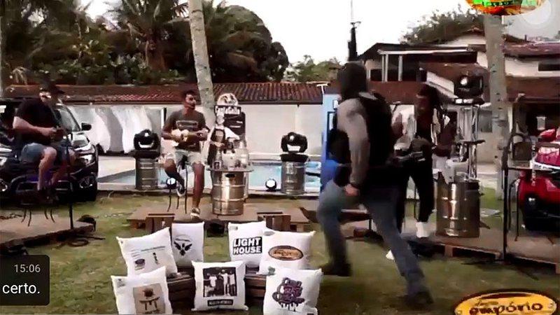 A live do grupo Aglomerou foi interrompida por um tiroteio, em Angra dos Reis