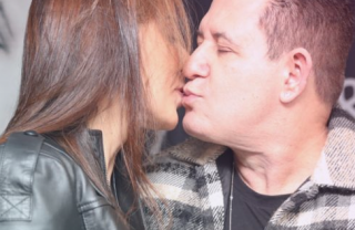 Marrone assume romance e beija empresária em bastidor de show com Bruno